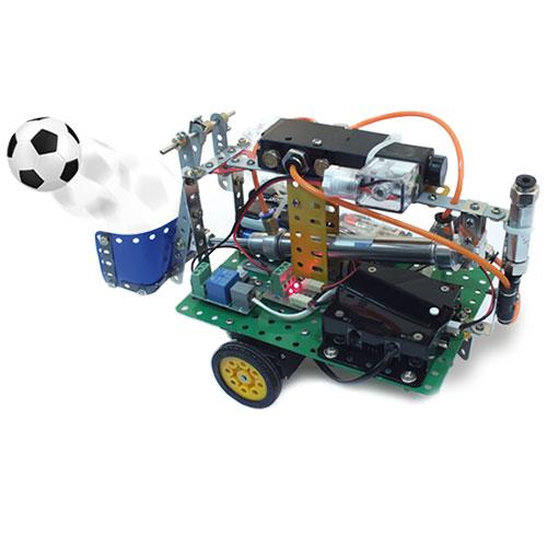ریموت کنترل RC3 یک ربات فوتبالیست با جک پنوماتیک را کنترل